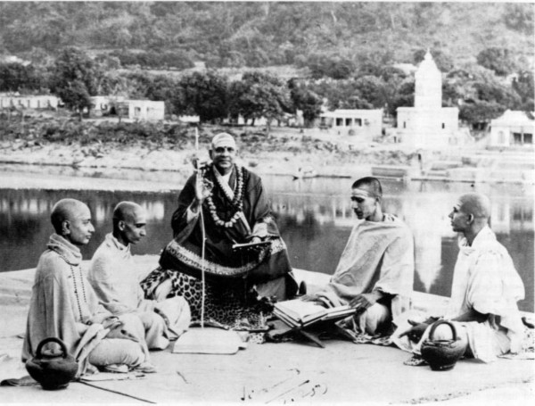 guru with disciples
